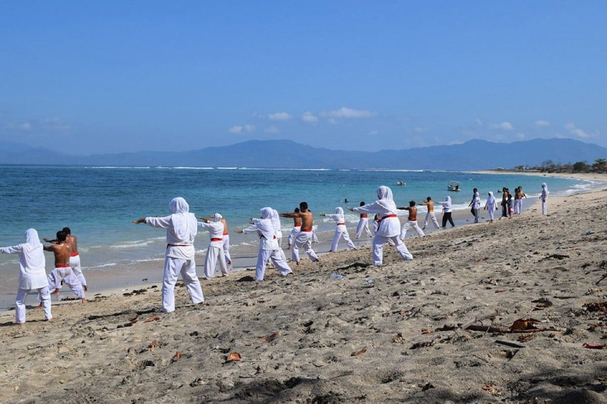 Ejercicio en la playa de Sumbawa, Indonesia @tiempodexplorar 2016
