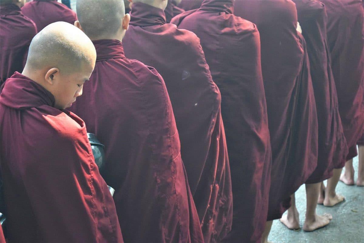 Monjes-Amarapura-Myanmar