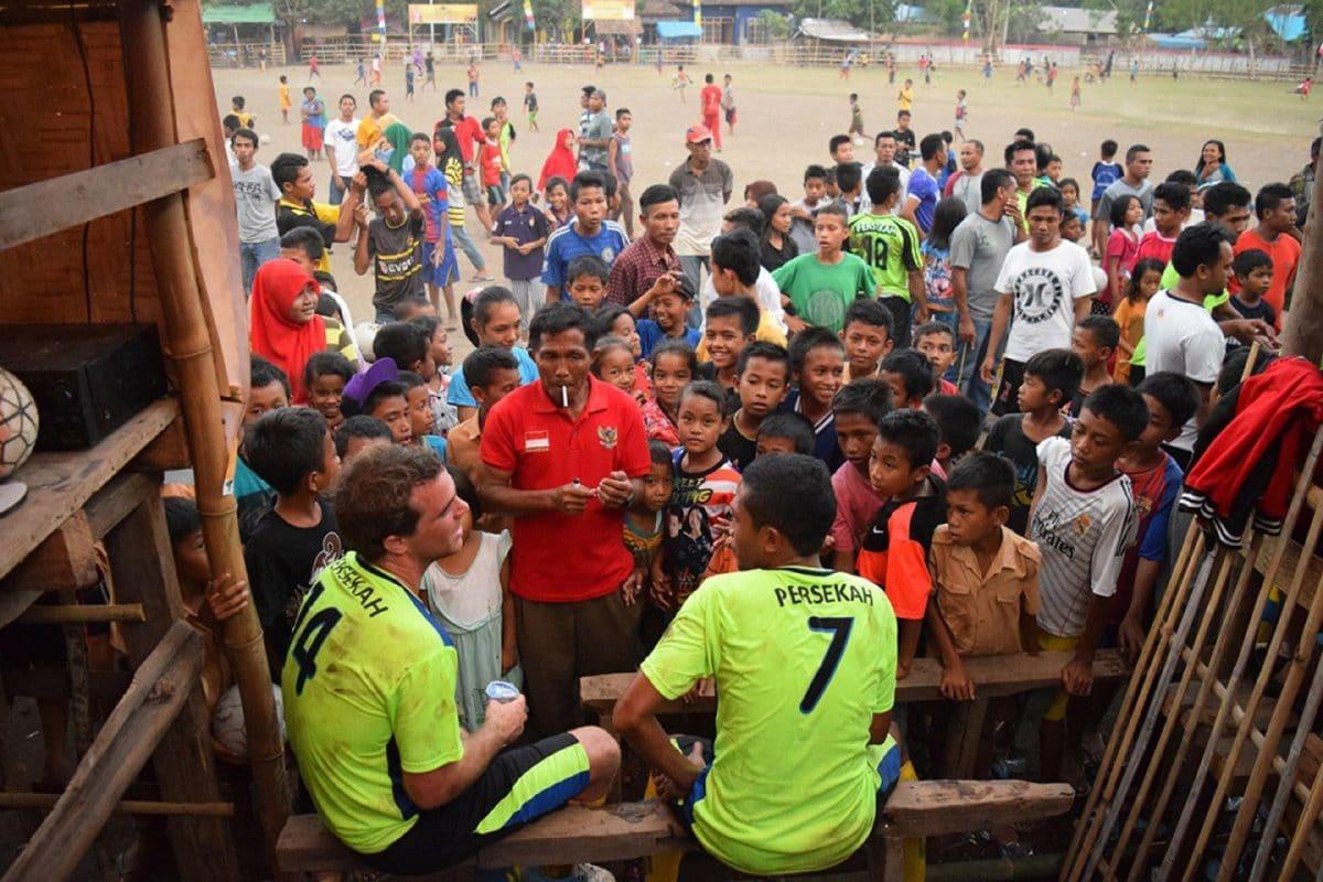 Partido de fútol en Sumbawa, Indonesia Sudeste Asiatico @tiempodeplorar 2016