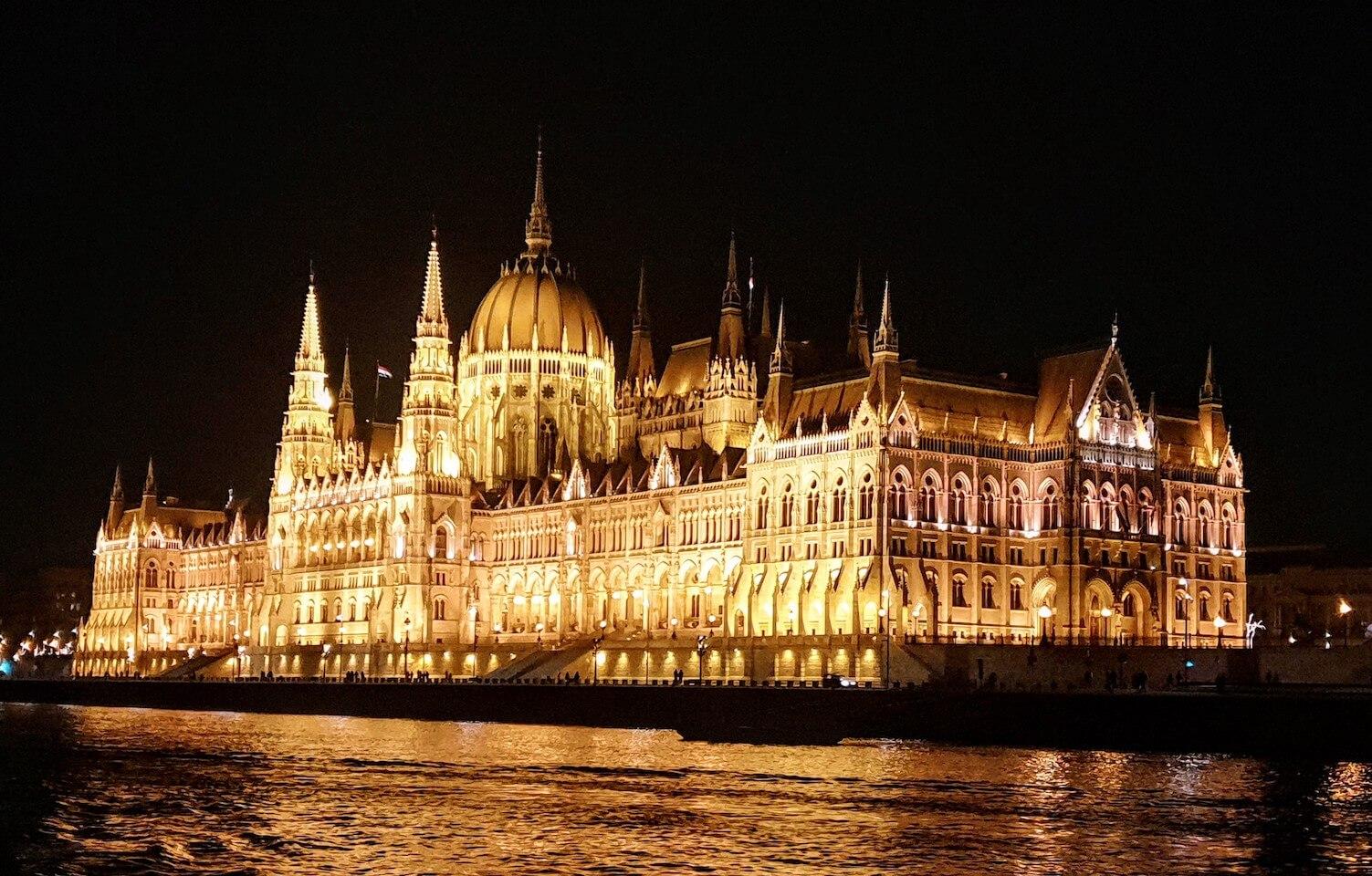 Parlamento Budapest noche