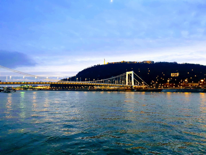 crucero nocturno Budapest qué ver en Budapest en 4 días